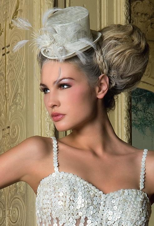 Свадебная прическа без фаты со шляпкой