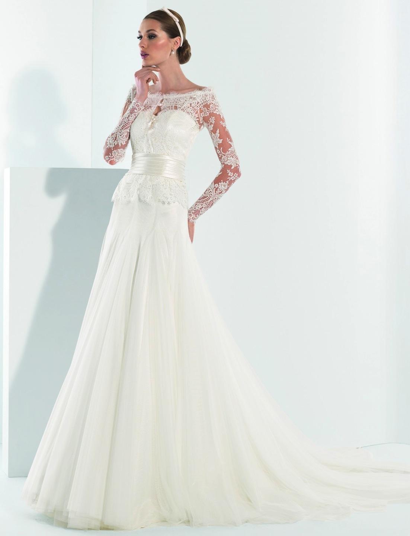 Свадебное платье с облегающим верхом иширокой юбкой
