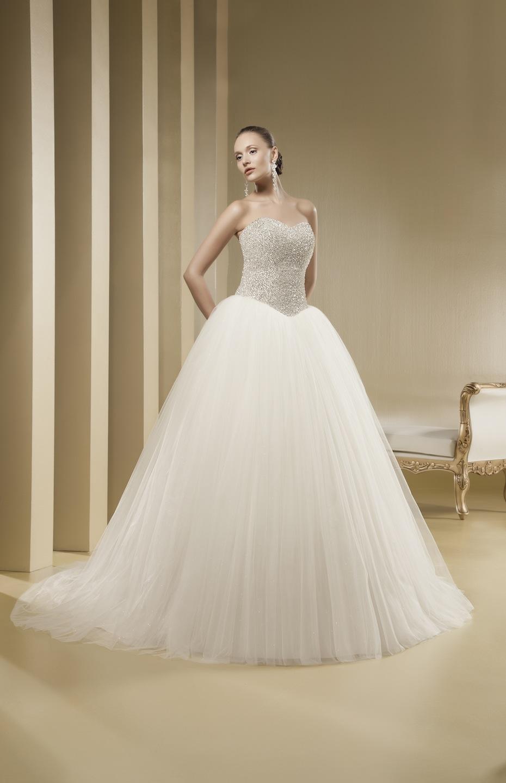 Драматичное бальное свадебное платье